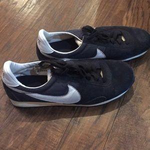 Men's Nike retro tennis shoes